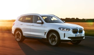 BMW iX3 front tracking