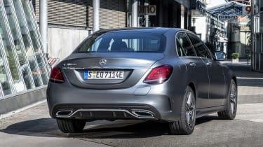 Mercedes-Benz C 300 de Limousine, Selenitgrau-Shape, Designo Beige.;Kraftstoffverbrauch kombiniert: 1,6-1,5 l/100 km, CO2-Emissionen kombiniert: 42-39 g/km*; Stromverbrauch kombiniert: 19,1 k