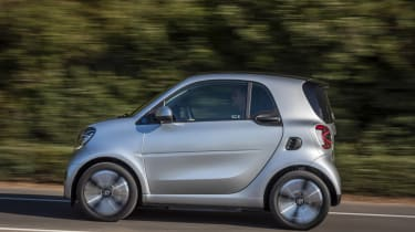 smart EQ fortwo, coupe, cool silver, prime line, interior black fabric with grey topstitchingsmart EQ fortwo, coupe, Stromverbrauch kombiniert, 4,6 kW-Bordlader, (kWh/100 km), 16,5-15,2; CO2