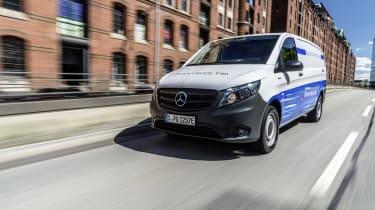 Lokal emissionsfreie Mobilität: Mercedes-Benz eVito fit für den urbanen Einsatz Local zero-emissions mobility: Mercedes Benz eVito fit for urban life