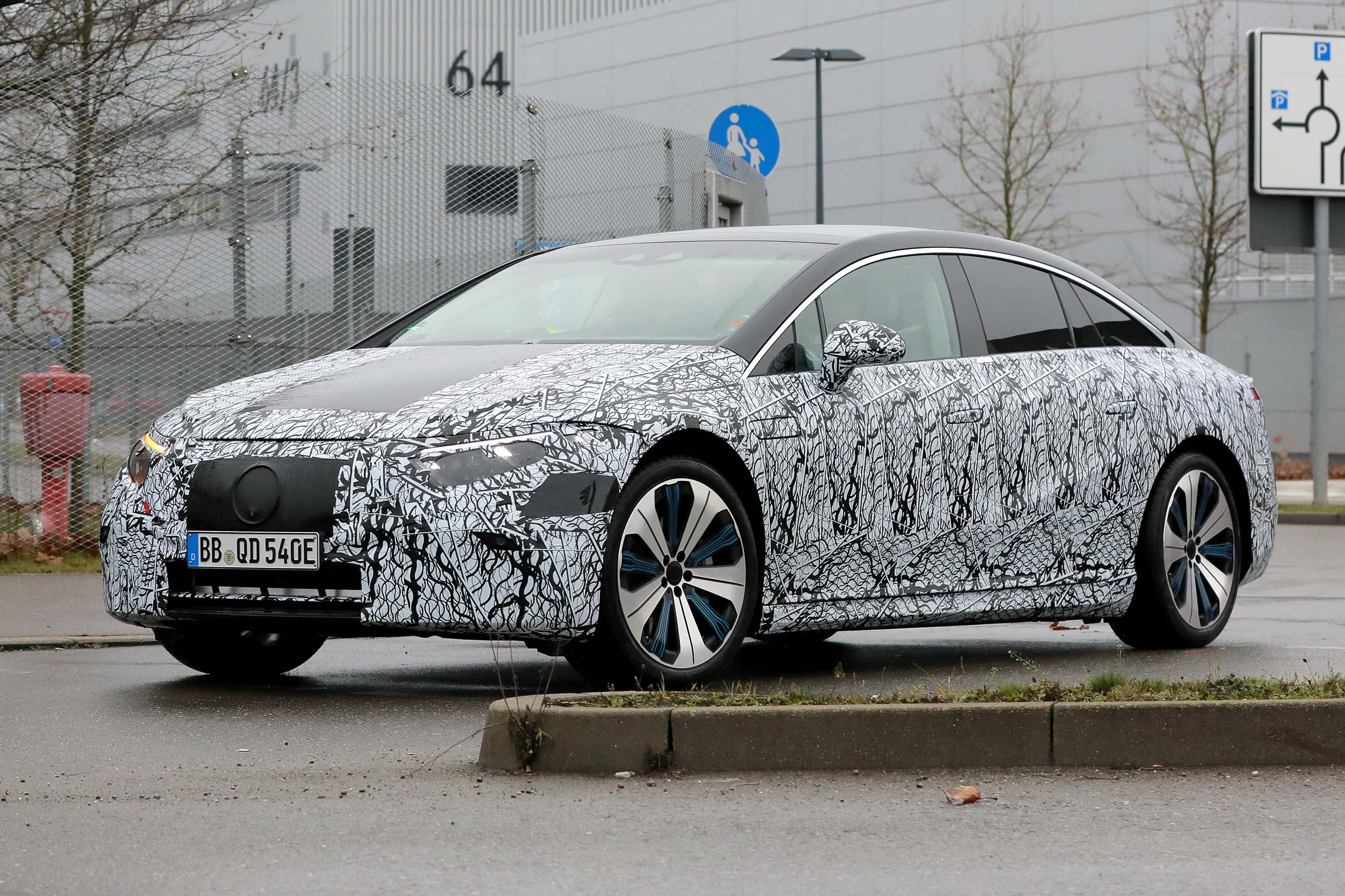 2021 mercedes eqs electric luxury saloon: specs and on