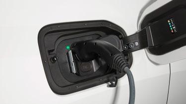 BMW iX xDrive40 charging