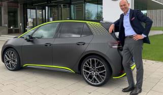 ID.X原型和大众乘用车CEO RALF Brandstatter