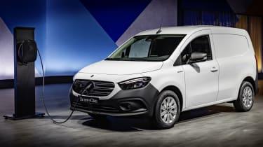 2022 Mercedes Ecitan.
