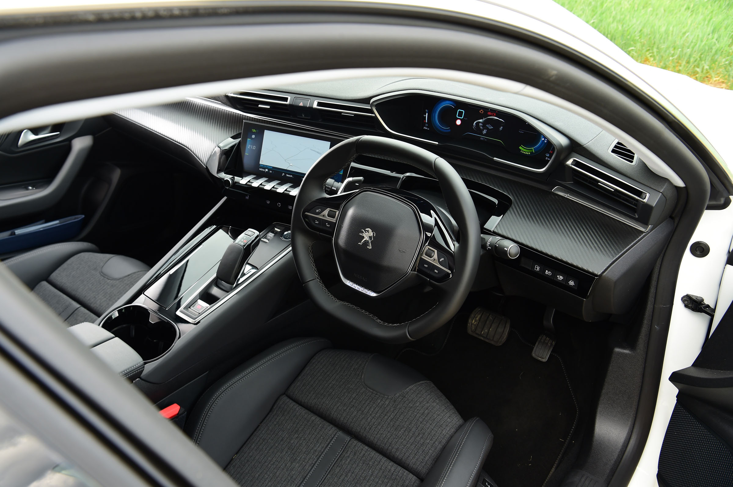 Peugeot 508 Hybrid Interior Comfort Drivingelectric