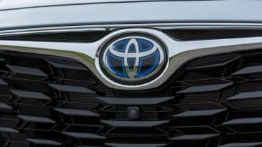 2021 Toyota Highlander Hybrid - Badge 1