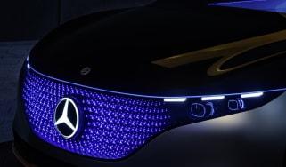 Mercedes-Benz VSION EQS, IAA 2019, der digitale Frontgrill, der weltweit erstmals mit einer aus 188 Einzel-LEDs bestehenden Leuchtmatrix umgesetzt wird, bietet ein neues Level an präziser Sig