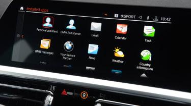 BMW 330e screen