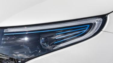 EQC 400 4MATIC; designo diamantweiß bright;AMG Line;designo Leder Nappa zweifarbig platinweiß pearl / schwarz; (Stromverbrauch kombiniert: 20,8 – 19,7 kWh/100 km; CO2-Emissionen kombiniert: 0