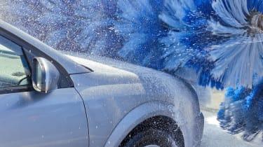 Can an electric car go through a car wash?