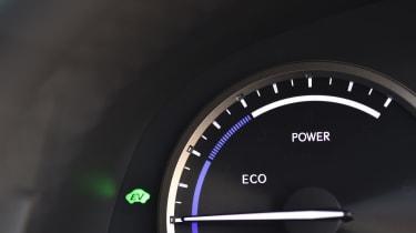 Lexus NX 300h dial