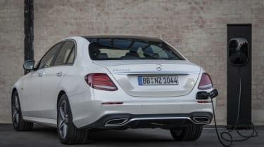 Driven by EQ Stuttgart 2018Mercedes-Benz E 300 de Limousine, Diamantweiss-Metallic,Leder Schwarz Anthrazit.Kraftstoffverbrauch kombiniert: 1,6 l/100 km, CO2-Emissionen kombiniert: 41 g/km, St