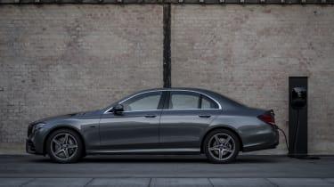 Mercedes-Benz E 300 e Limousine, Selenitgrau-Metallic, Leder Schwarz Anthrazit.;Kraftstoffverbrauch kombiniert: 2,0 l/100 km, CO2-Emissionen kombiniert: 45 g/km*; Stromverbrauch kombiniert: 1