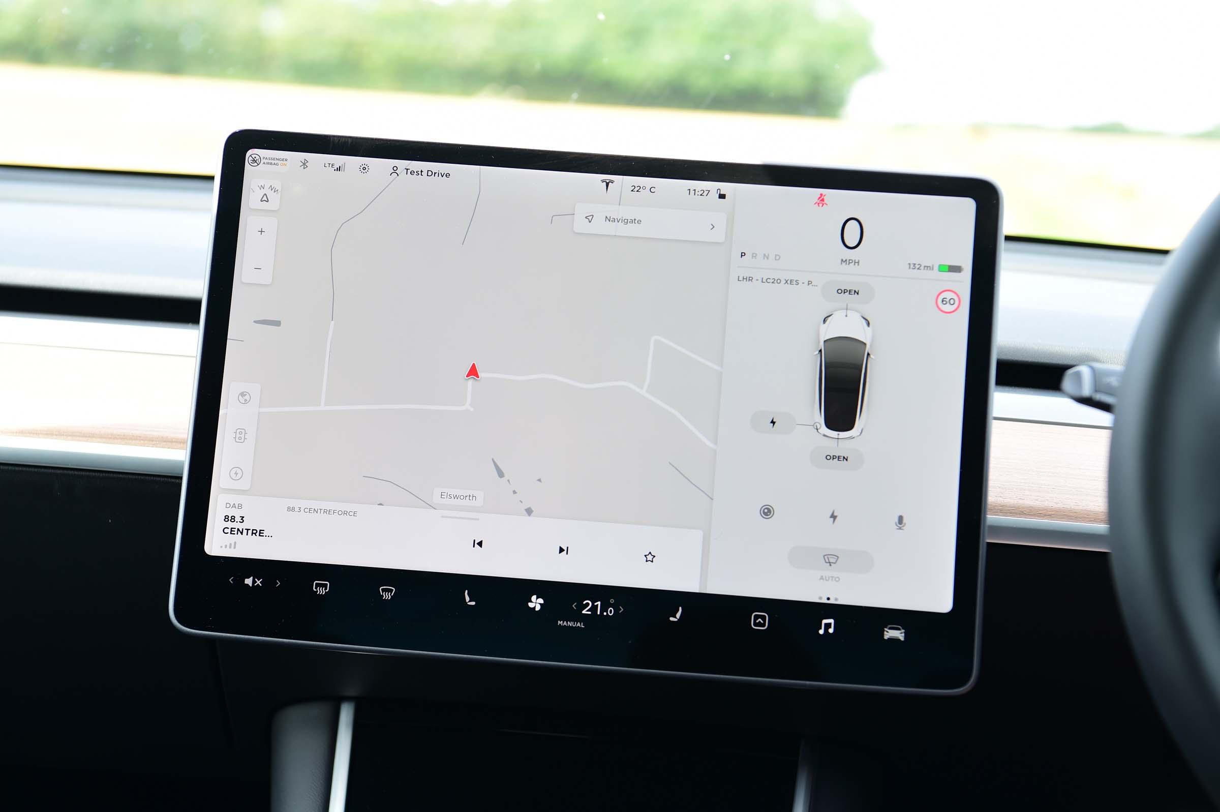 Polestar 2 vs Tesla Model 3: interior and infotainment ...
