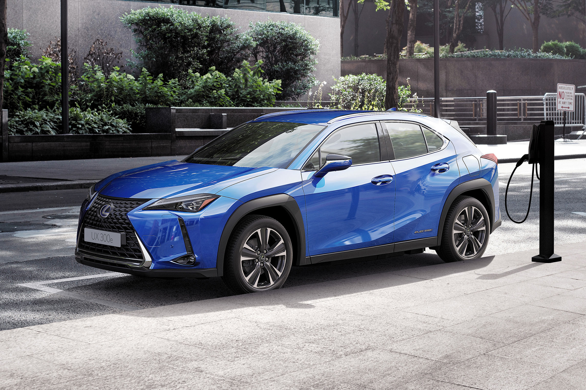 2021 Lexus Ux 300e Electric Suv Details Specs And Pictures Drivingelectric