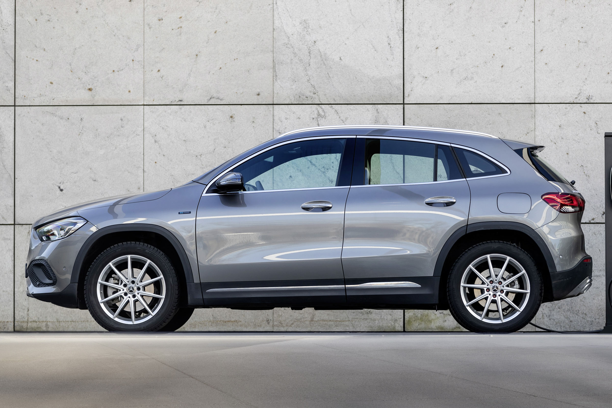 New Mercedes GLA hybrid: prices, spec and on-sale date for 250 e plug-in | DrivingElectric