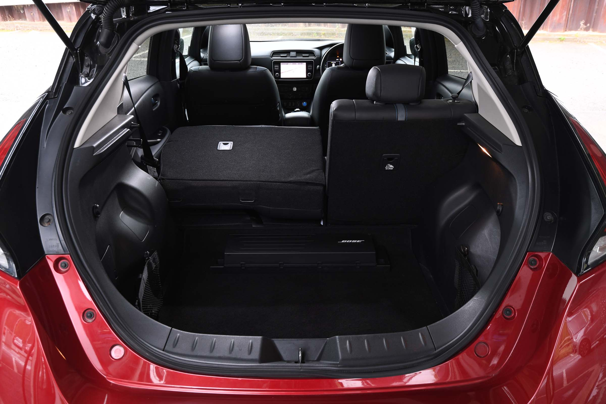 Volkswagen ID.3 vs Nissan Leaf: space and practicality ...