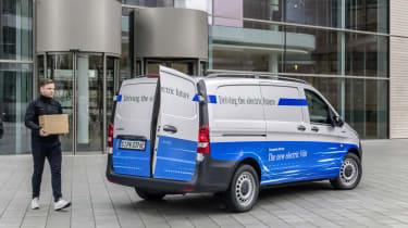 Mercedes-Benz eVito mit vollelektrischem Antrieb, Exterieur, 85 kW, bis zu 300 Nm, Batteriekapazität: 41 kWh, Länge/Breite/Höhe: 5.140/1.928/1.945mm, Radstand: 3.200 mm, Zuladung: 1.015 kg,