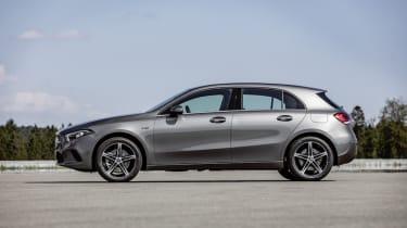 Mercedes-Benz Plug-in-Hybrid A 250 e;Kraftstoffverbrauch kombiniert 1,5-1,4 l/100 km, Stromverbrauch kombiniert 15,0-14,8 kWh/100 km, elektrische Reichweite 74 km, CO2 Emissionen kombiniert 3