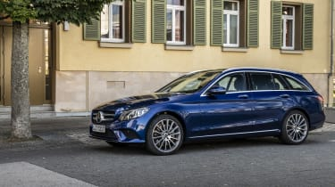 Driven by EQ Stuttgart 2018Mercedes-Benz C 300 de T-Modell, Brillantblau-Metallic,Leder Grau.Kraftstoffverbrauch kombiniert: 1,6-1,4 l/100 km, CO2-Emissionen kombiniert: 42-38 g/km, Stromverb