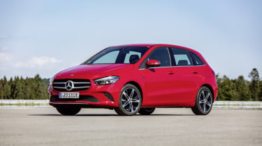 Mercedes-Benz Plug-in-Hybrid B 250 e;Kraftstoffverbrauch kombiniert 1,6-1,4 l/100 km, CO2‑Emissionen kombiniert 36-32 g/km, Stromverbrauch kombiniert 15,4-14,7 kWh/100 km*Mercedes-Benz Plug-i