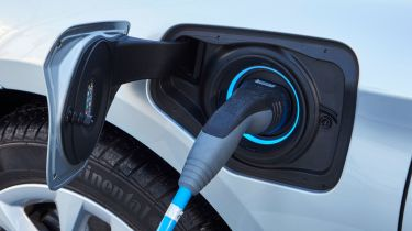 BMW 225xe charging
